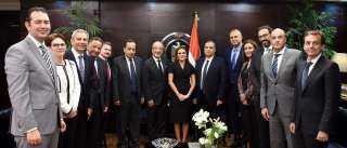 شركات أدوية عالمية تتوسع في استثماراتها بالسوق المصري
