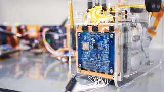 """"""" إنتل"""" تدعم أول قمر صناعي مزود بتقنيات الذكاء الاصطناعي"""