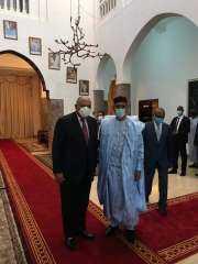 وزير الخارجية يلتقي برئيس النيجر حاملاً رسالة من السيد رئيس الجمهورية