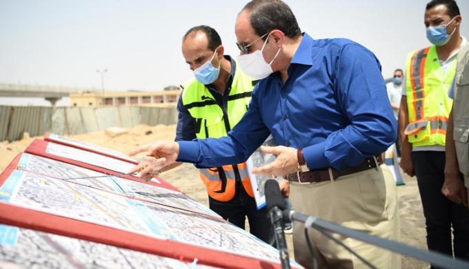 الرئيس السيسى يتفقد أعمال تطوير عدد من المحاور والطرق بمنطقة شرق القاهرة
