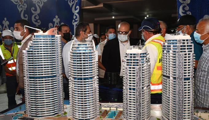 وزير الإسكان يتفقد أعمال تشطيب الواجهات لـ15 برجاً بالمنطقة الشاطئية والمدينة التراثية بمدينة العلمين الجديدة