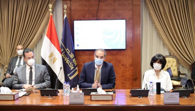 وزير الاتصالات : الانتهاء من الأرشفة الإلكترونية ل 13 مليون ورقة لوزارة السياحة والآثار